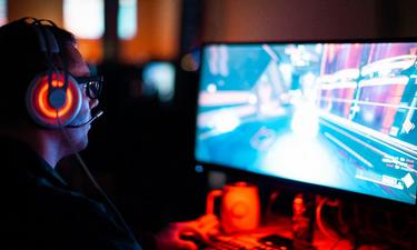 Η κατάρα του να έχεις σχέση με έναν «αμετανόητο» gamer