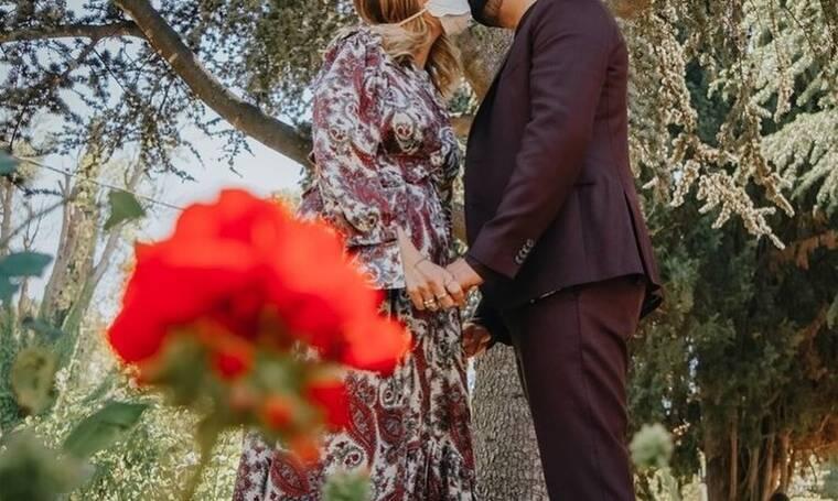 Ελληνίδα τραγουδίστρια παντρεύτηκε εν μέσω πανδημίας- Το εναλλακτικό νυφικό της (photos)