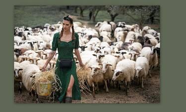 Η Μαρία η αγρότισσα από το GNTM στα χωράφια ξανά! (Photos & Video)