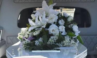 Χαμός σε κηδεία: Κοίταξαν το φέρετρο και «πάγωσαν» με αυτό που είδαν