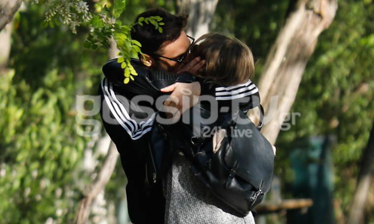 Γιώργος Παπαγεωργίου-Δανάη Μιχαλάκη: Ο έρωτάς τους δεν κρύβεται! Παθιασμένα φιλιά στην Ακρόπολη