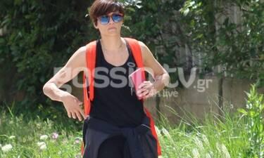 Παπαχαραλάμπους: Βόλτα στου Παπάγου με αθλητικό look! Τα γυαλιά και το backpack που λατρέψαμε