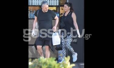 Έλενα Παπαρίζου: Η σπάνια εμφάνιση με τον σύζυγό της και τα γάντια για προστασία από τον κορονοϊό!