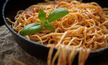 Τα μακαρόνια στο τηγάνι απογειώνουν το πιο πιστό πιάτο
