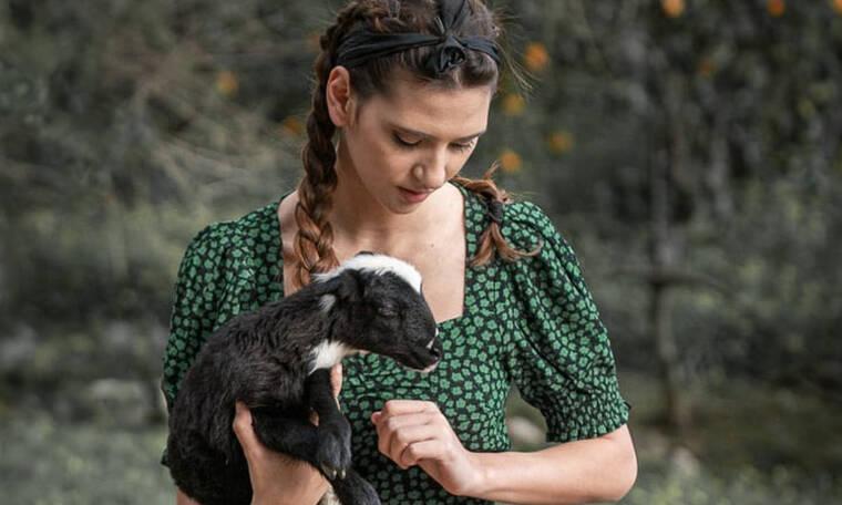 Το GNTM είναι παρελθόν: Η Μαρία η αγρότισσα βγήκε topless και τα ξεχάσαμε όλα