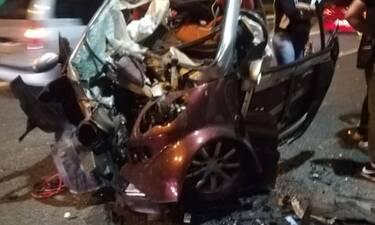 Σοκαριστικές εικόνες από τροχαίο στη Λ.Μαραθώνος: Έπεσε σε κολώνα της ΔΕΗ, σώθηκε από θαύμα