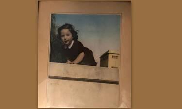 Δεν πάει ο νους σας ποια γνωστή Ελληνίδα είναι το κοριτσάκι της φωτογραφίας!