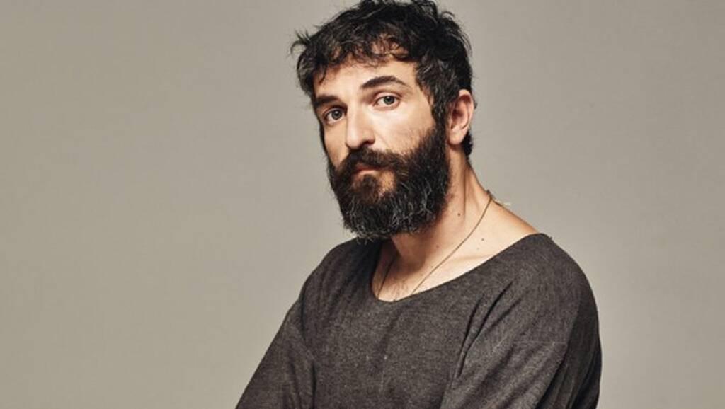 Άρης Σερβετάλης: Κι όμως κατά τη διάρκεια της καραντίνας έφτιαχνε … έπιπλα   Gossip-tv.gr