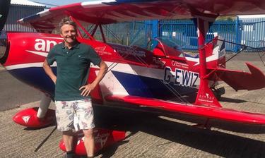 Κορονοϊός: Πήρε το αεροπλάνο του και προχώρησε σε μία απίστευτη κίνηση - Τι είδαν στον ουρανό