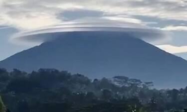 Κοίταξαν τον ουρανό και έπαθαν σοκ - Το σπάνιο φαινόμενο που τους τρομοκράτησε (video)