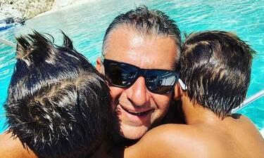 Γιώργος Λιάγκας: Το δώρο των γιων του για τα γενέθλιά του και ο super ήρωας μπαμπάς (photos)