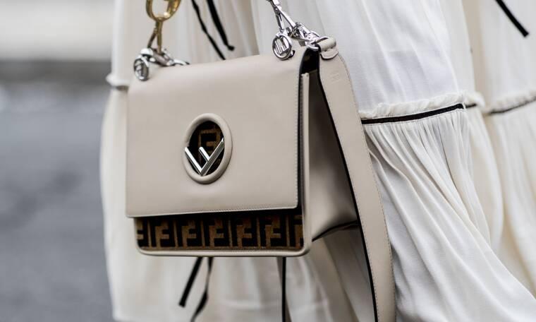 Πέντε στυλ τσάντας που αυτό το καλοκαίρι μπορείς να κρατάς το πρωί αλλά και το βράδυ