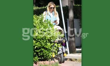 Μαρία Λουίζα Βούρου: Η βόλτα με τον γιο της και η τσάντα που θα σε ενθουσιάσει! (Photos)