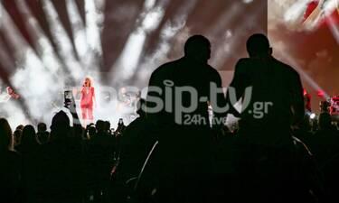 Θέμα στον Guardian η Θεοδωρίδου και η drive in συναυλία της στη Γλυφάδα! Η νέα τάξη πραγμάτων (pics)