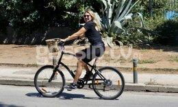 Κωνσταντίνα Σπυροπούλου: Με στιλ ακόμη και πάνω στο ποδήλατο! (Photos)