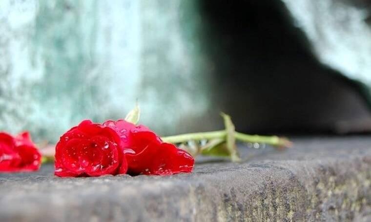 «Έφυγε» γνωστός Έλληνας τραγουδιστής - Θλίψη στο τελευταίο αντίο (Vid)