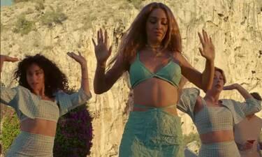 Ελένη Φουρέιρα: Το νέο της hit «Temperatura» ανεβάζει τη θερμοκρασία (Vid)