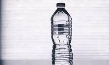 Δες τι μπορεί να πάθεις από ένα πλαστικό μπουκάλι νερό