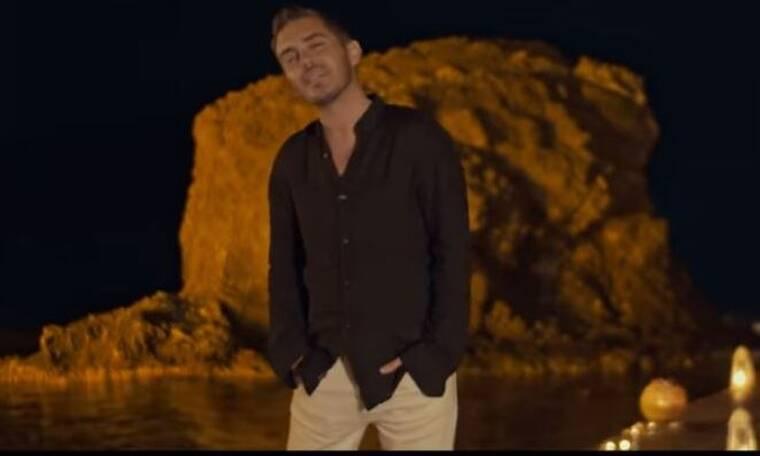 Ο Μιχάλης Χατζηγιάννης «χορεύει» και μαζί του κι εμείς (Video)