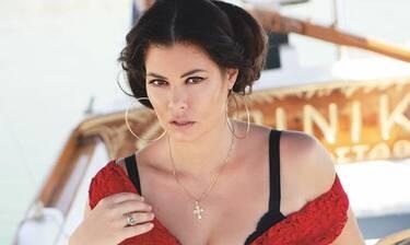 Μαρία Κορινθίου: Στο κρεβάτι μόνο με τα εσώρουχα «έσπασε» το ρεκόρ σε likes