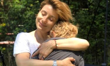 Ευδοκία Ρουμελιώτη: Βουτιές με τον γιο της και το κορμί της παίρνει like