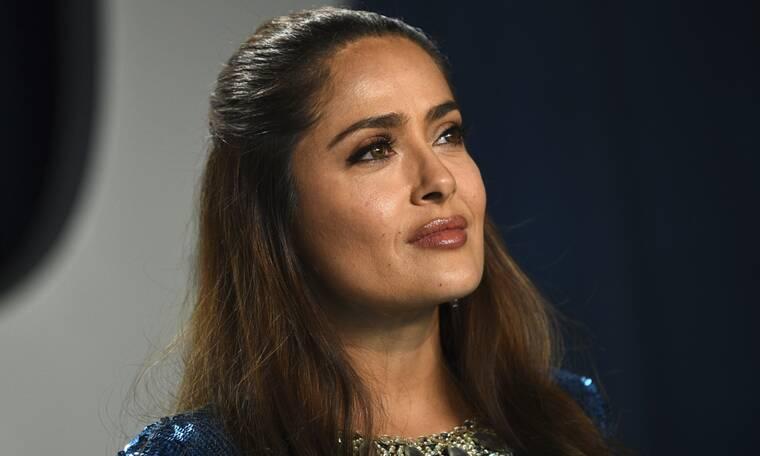 Μακάρι να μπορούμε να ποζάρουμε χωρίς μακιγιάζ όπως η Salma Hayek στα 53 της