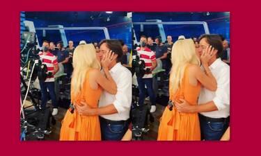 Ελένη Μενεγάκη:Το φιλί στο στόμα στον Μάκη