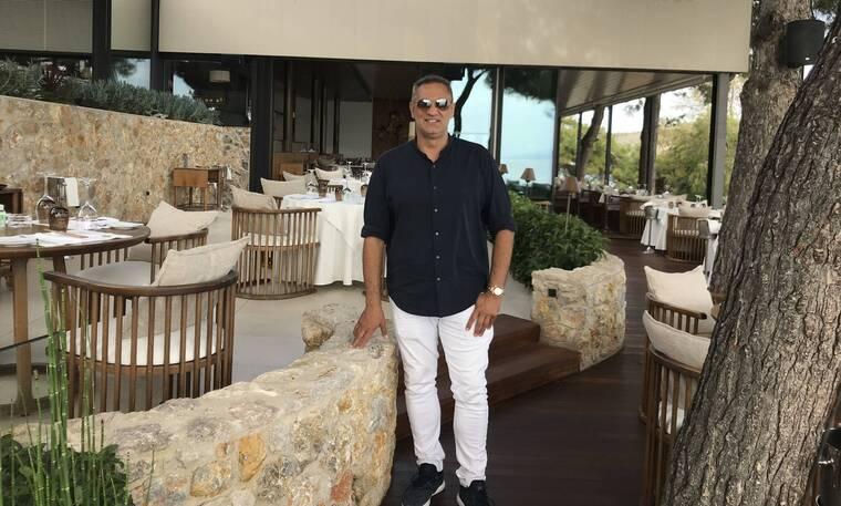 O Γιώργος Ντάβλας στο καλύτερο σημείο της Αθηναϊκής Ριβιέρας