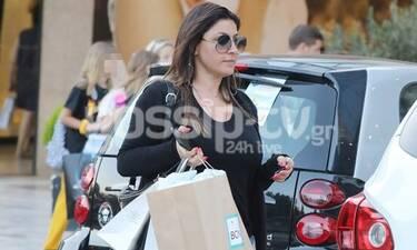 Παπαρίζου: Πήγε για ψώνια με σορτσάκι και τα «χάσαμε» με τη σιλουέτα της