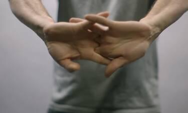 Τι πραγματικά συμβαίνει όταν κάνεις «κρακ» τα δάχτυλα; (video)