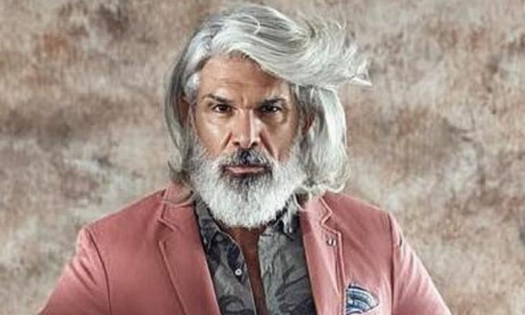 Τέλος ο Μάνος Πίντζης που ξέραμε! Άλλαξε χρώμα στα μαλλιά και άφησε μουστάκι