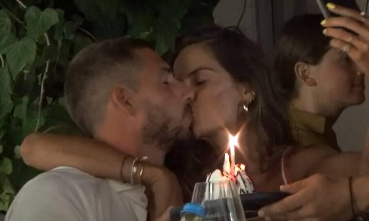 Τα «καυτά» φιλιά ερωτευμένου ζευγαριού που «τάραξαν» τη Μύκονο