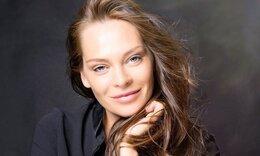 Υβόννη Μπόσκιακ: Με αυτή την πόζα της απογείωσε τη θέα του ηλιοβασιλέματος