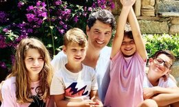 Σάκης Ρουβάς: Το φιλί από τον μικρότερο γιο του που «έριξε» το Instagram