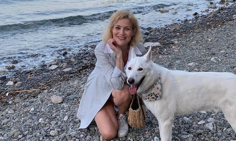 Κωνσταντίνα Μιχαήλ: Στα 52 της ποζάρει με μαγιό και ζηλεύουμε τη σιλουέτα της