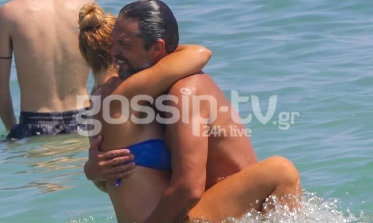 Αλέξανδρος Παρθένης: Παιχνίδια στη θάλασσα με τη σύντροφό του (photos)