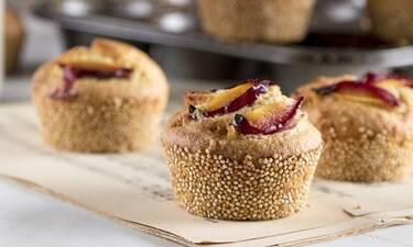 Muffins με κινόα και δαμάσκηνα από τον Άκη Πετρετζίκη!