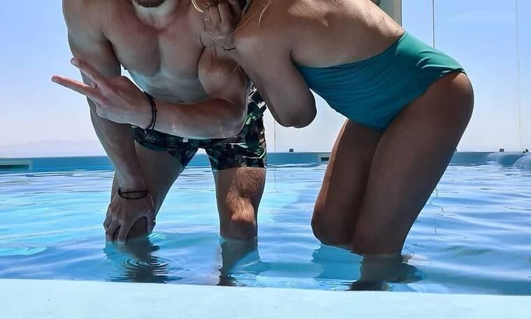 Οι ωραιότερες καλοκαιρινές φωτό της εγκυμονούσας Ελληνίδας μέσα στο νερό!