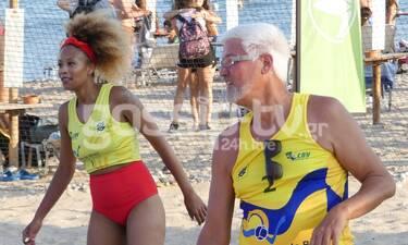Η Σάγια όπως δεν την έχετε ξαναδεί! Έγινε και πάλι παιδί και έπαιξε beach volley με τον πατέρα της!