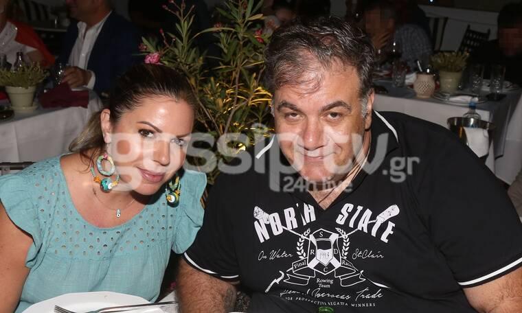 Δημήτρης Σταρόβας - Άννα Σταθάκη: Σπάνια βραδινή έξοδος με φίλους