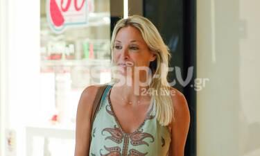 Η Γιάννα Νταρίλη ήρθε στην Ελλάδα και πήγε για ψώνια - Μια κούκλα