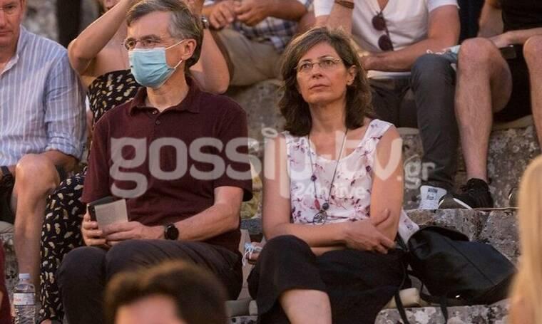 Σωτήρης Τσιόδρας: Σπάνια δημόσια εμφάνιση με τη σύζυγό του στην Επίδαυρο