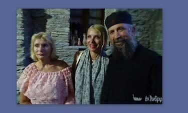 Ελένη Μενεγάκη: Με τη μητέρα της και τον Μάκη σε μοναστήρι της Άνδρου
