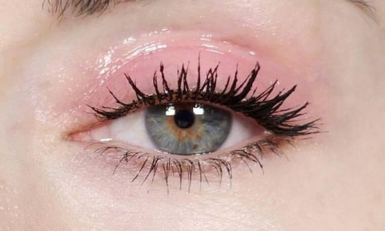 10 μακιγιάζ που θα σε κάνουν να θέλεις να αγοράσεις ροζ σκιά σήμερα κιόλας