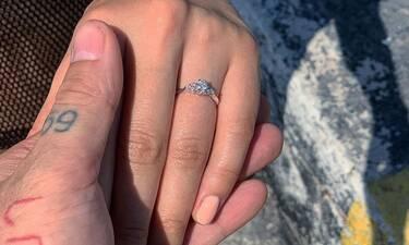 Κι άλλη πρόταση γάμου στην Ελληνική showbiz!Το βίντεο της πρότασης και το μονόπετρο