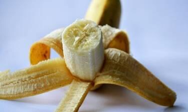 Το ήξερες πως τόσο καιρό ξεφλουδίζεις λάθος την μπανάνα;