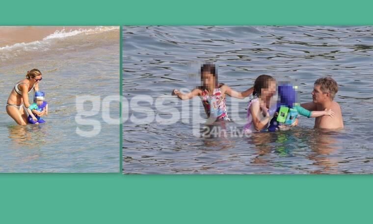 Χρουσαλά - Πατίτσας: Τα παιχνίδια με τα παιδιά τους στη θάλασσα! (Photos)