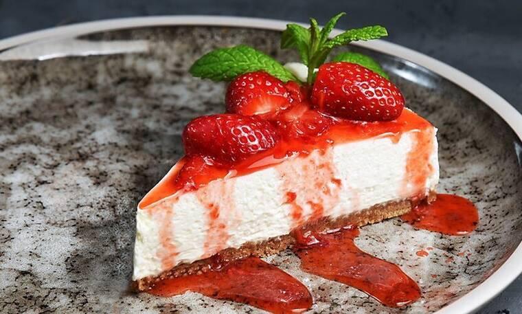 Πεντανόστιμο και γρήγορο cheesecake από τον Άκη Πετρετζίκη!