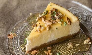 Ελληνικό cheesecake με γιαούρτι από τον Άκη Πετρετζίκη