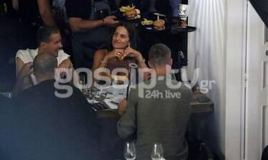 Izabel Goulart: Στη Μύκονο άκρως μαυρισμένη! Το δείπνο με τον σύντροφό της!